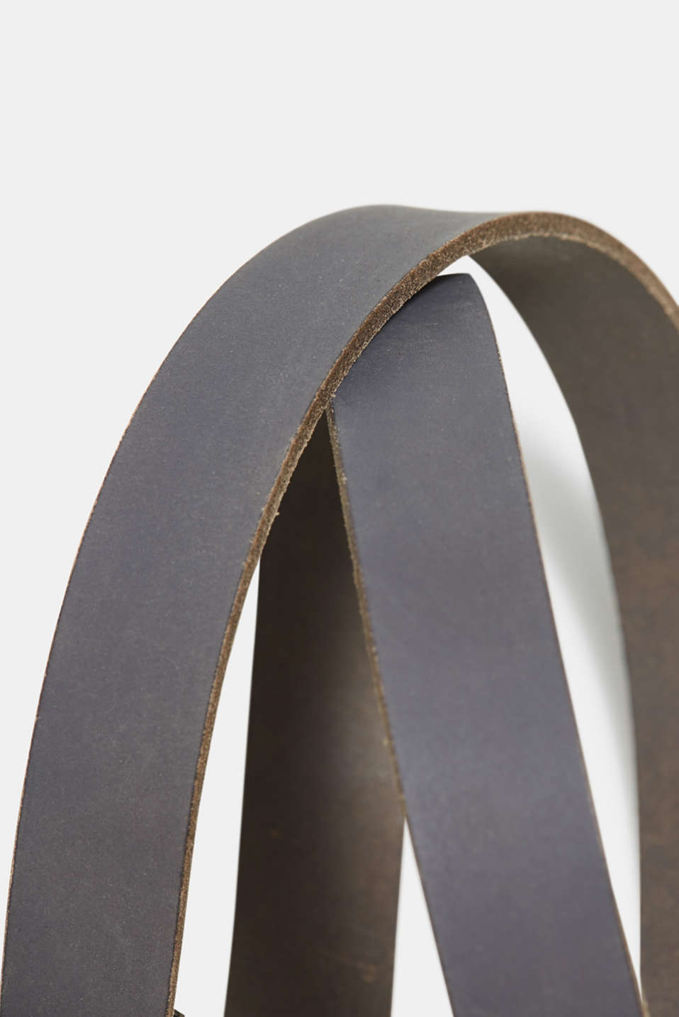 Leather belt with a thread-through loop with decorative jewellery