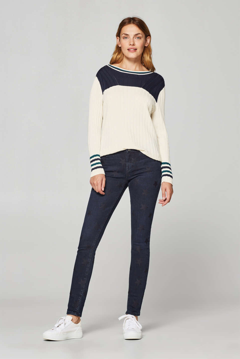 Esprit - Stretch jeans with star embroidery