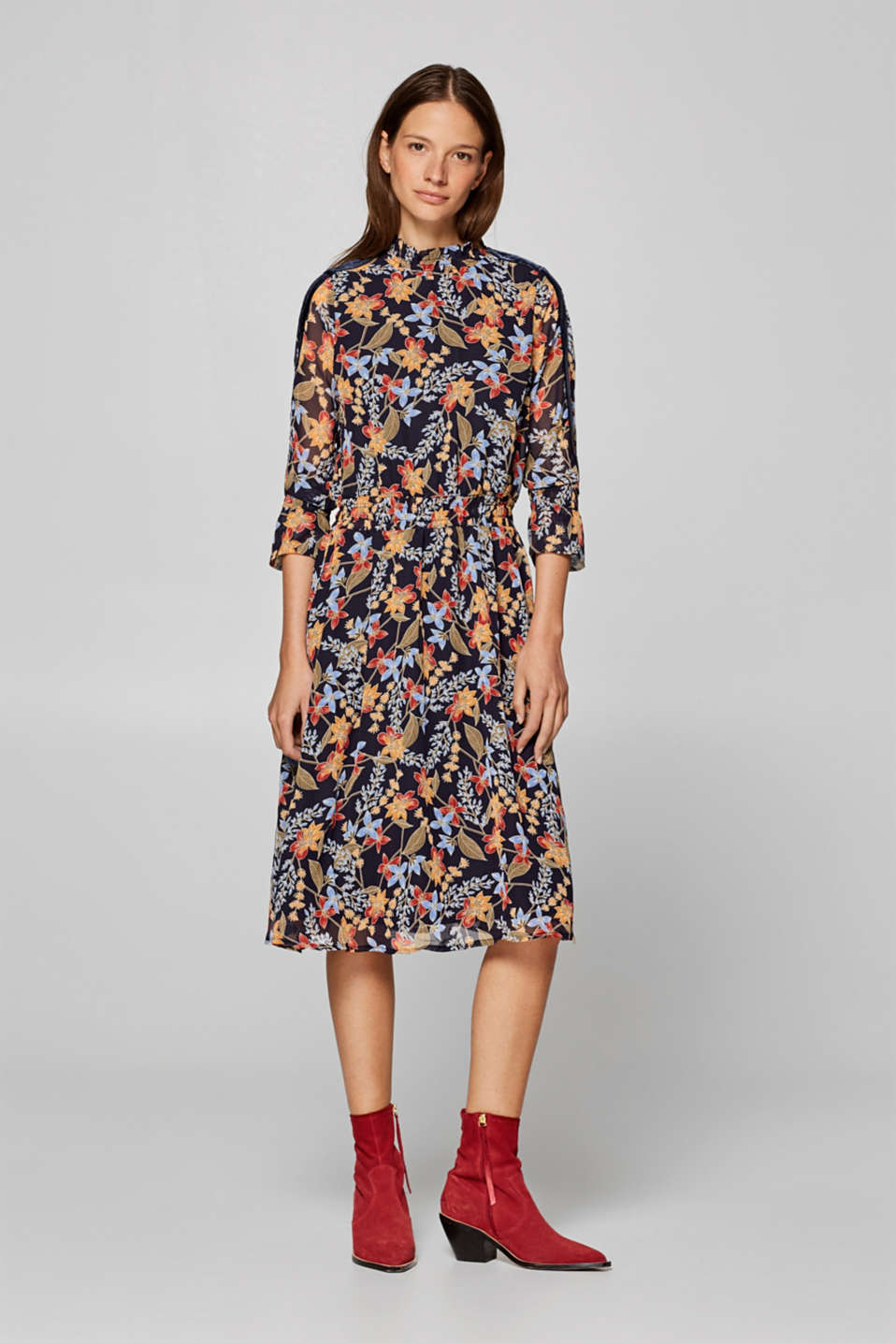 Esprit - Smocked chiffon dress with a floral print
