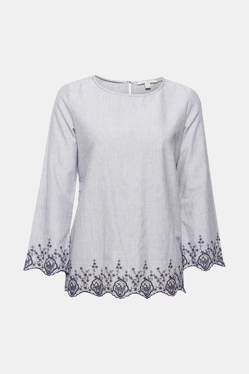 Naturally lightweight and pretty at the same time: This blouse perfectly combines a scalloped lace design with fine stripes.