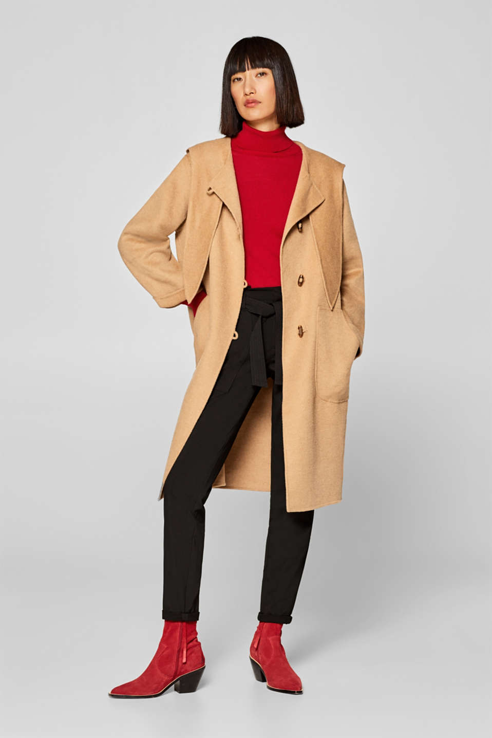 Made of blended wool: hooded coat with a bow