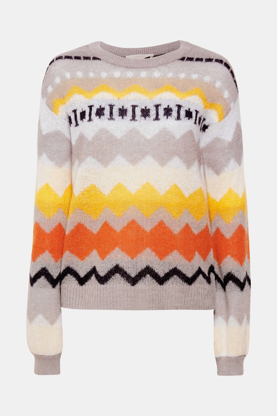 Exceptional lightness and a colourful zigzag pattern make this loose-cut jumper with mohair a fashionable it piece!