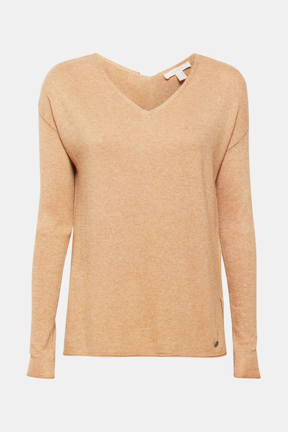 This jumper provides a luxurious touch with its soft cashmere blend and casual rolled edges and V-neckline.