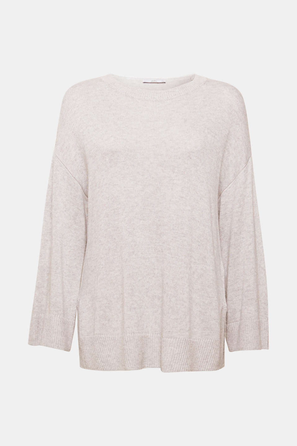 This jumper contains elegant cashmere for a luxe feel. The modern oversized silhouette completes this style.