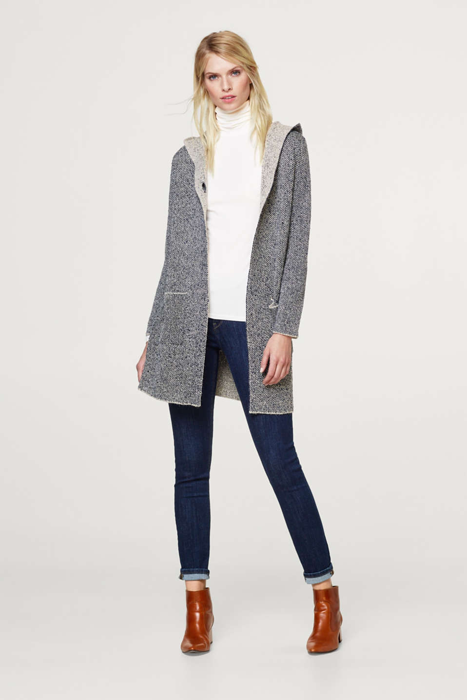 Long cardigan with a hood
