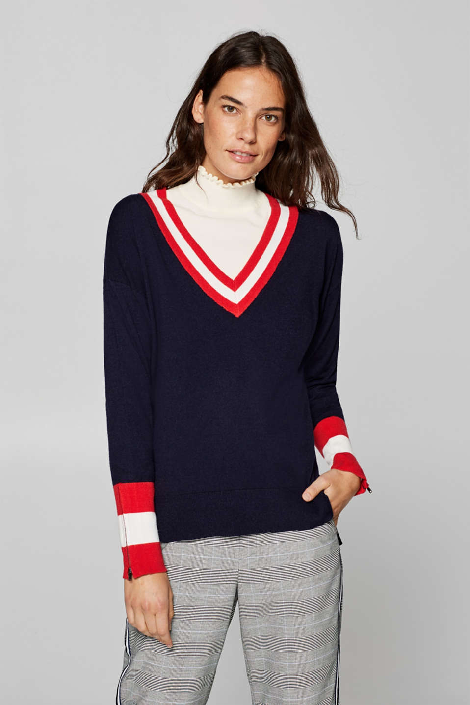 Esprit - V-neck jumper in a college style
