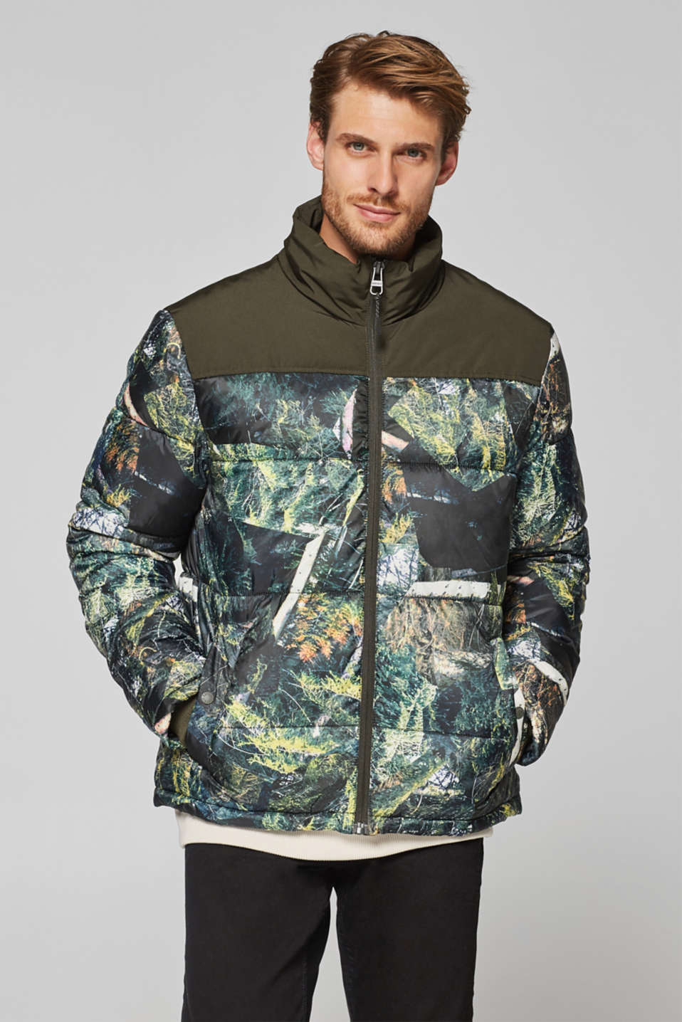 Esprit - Quilted jacket with an abstract print