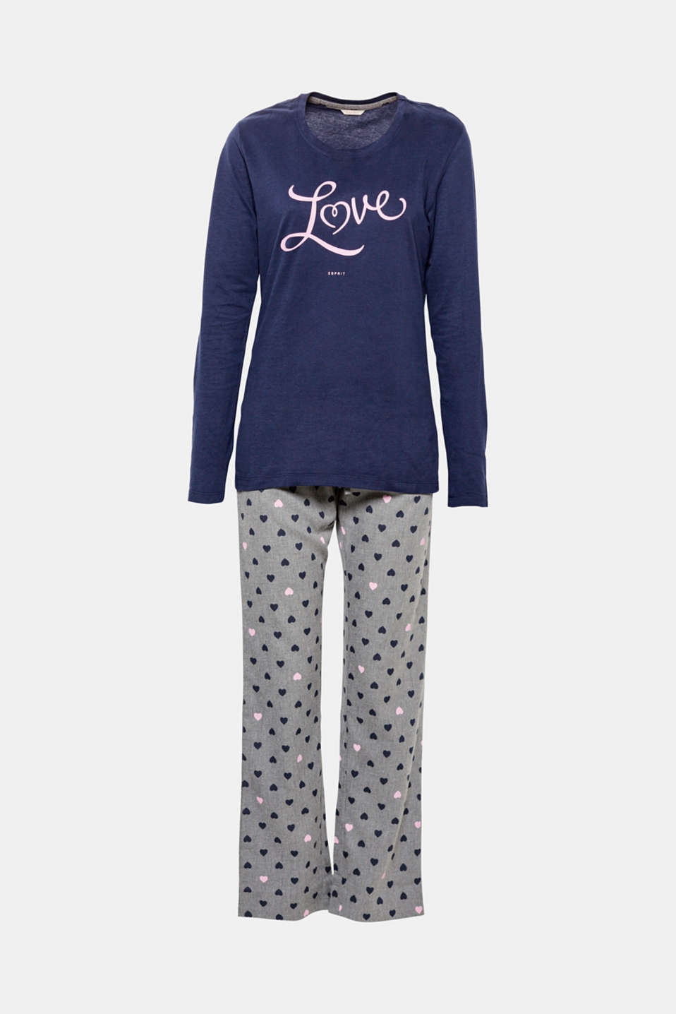 You will love it! These pyjamas have a lot of heart – with the decorative all-over print on the bottoms as well as with the distinctive Love statement on the front.