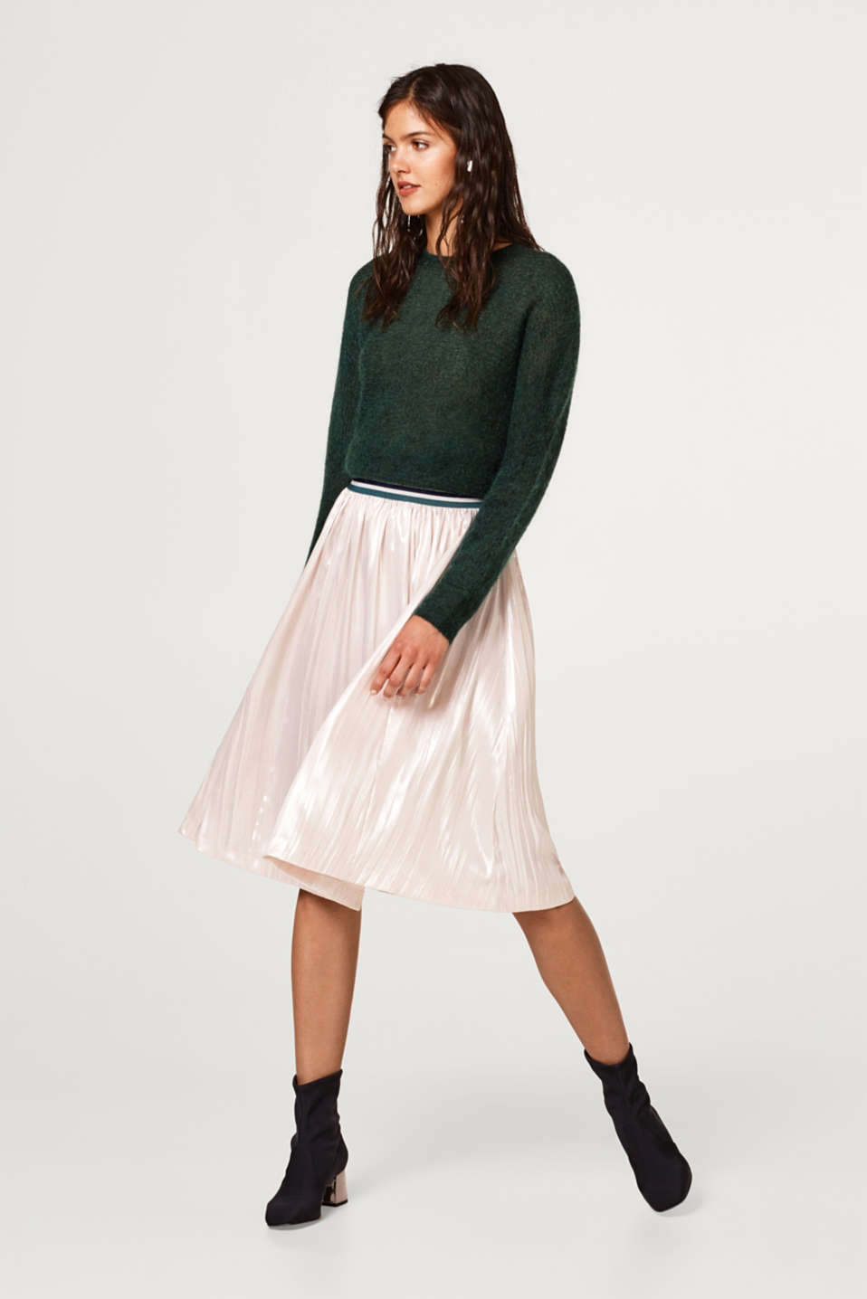 Pleated skirt with a metallic coating and elasticated waistband