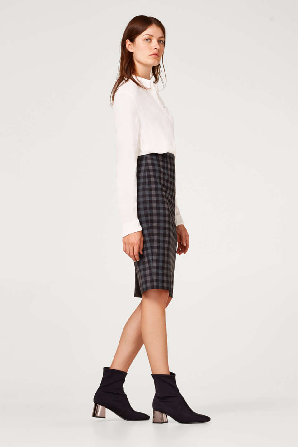 Check pencil skirt with added stretch for comfort
