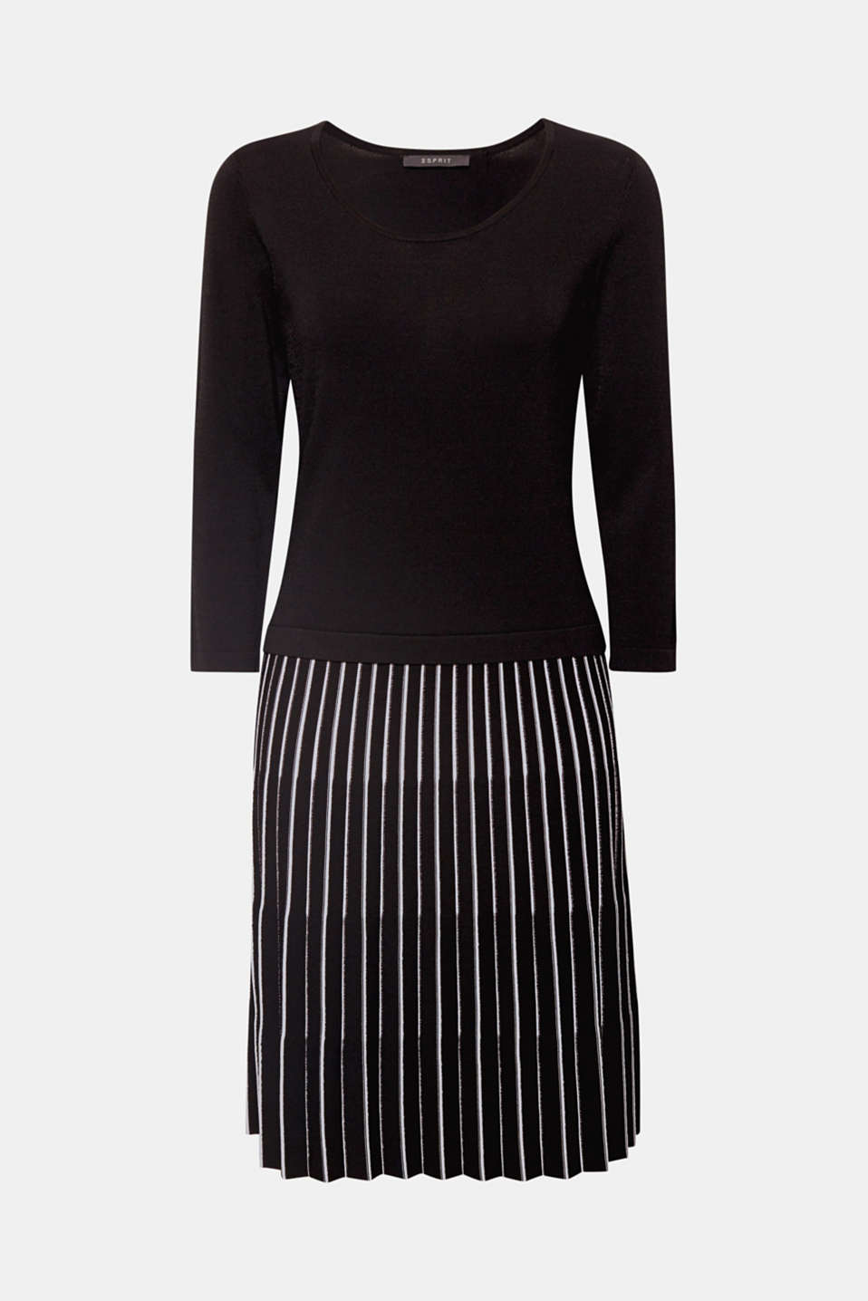 Unbelievably comfortable and super chic, this dress in a cool knit with a slightly grainy texture features a two-tone pleated skirt for a particularly charming look!