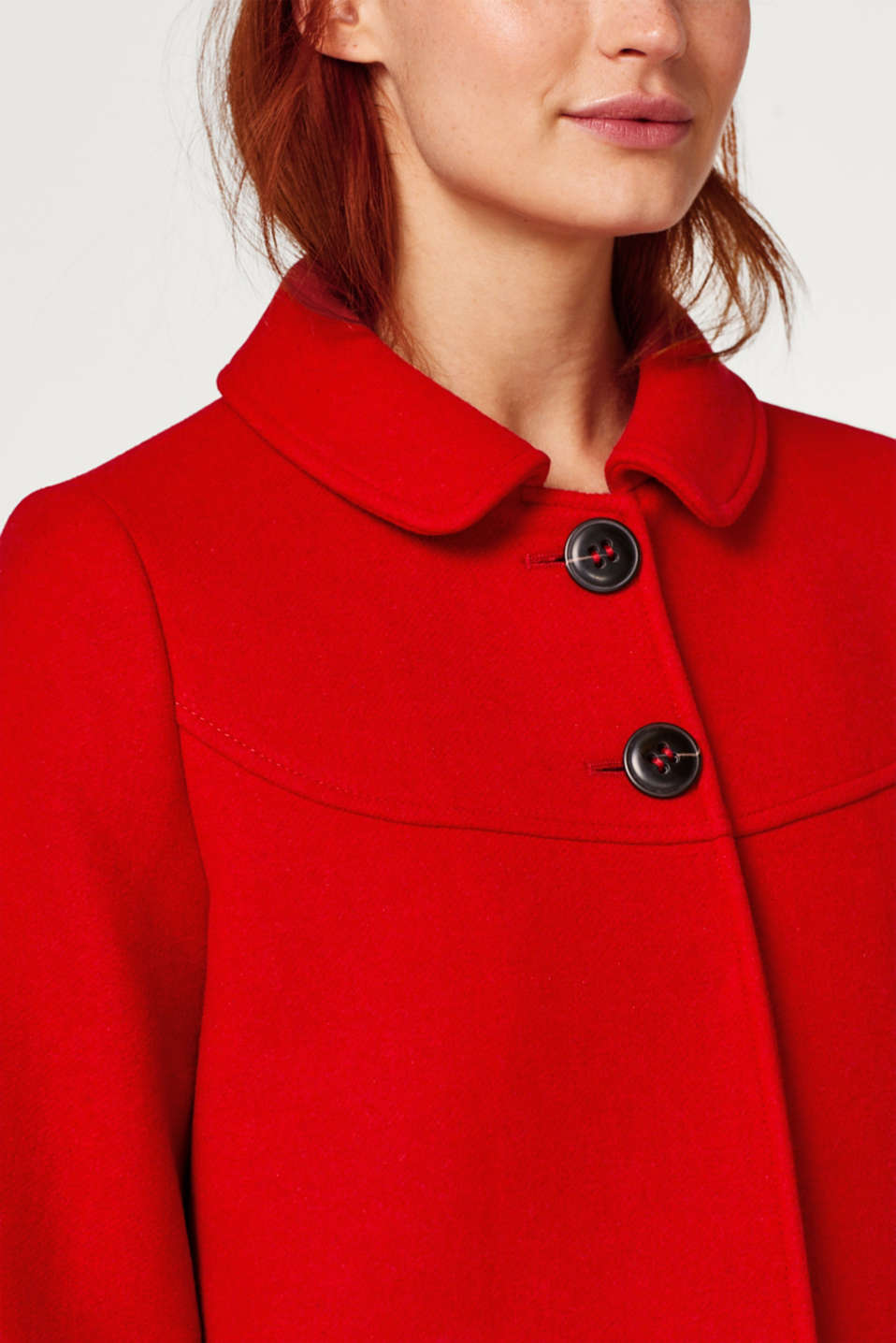 Made of wool: coat with a round collar