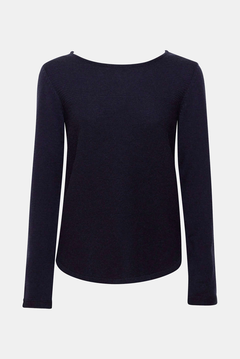 The clean design and quality fabric composed of wool and cashmere make this jumper a must-have piece for every winter wardrobe.
