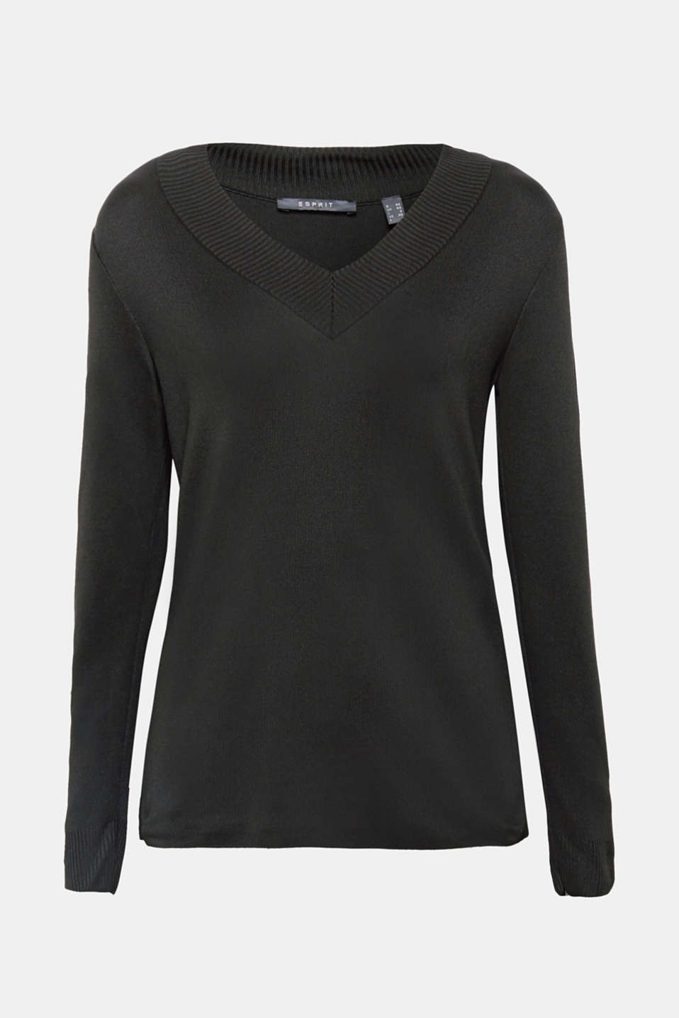 For a sleek, modern look: lightweight jumper in a straight cut with a piqué texture and distinctive v-neckline!