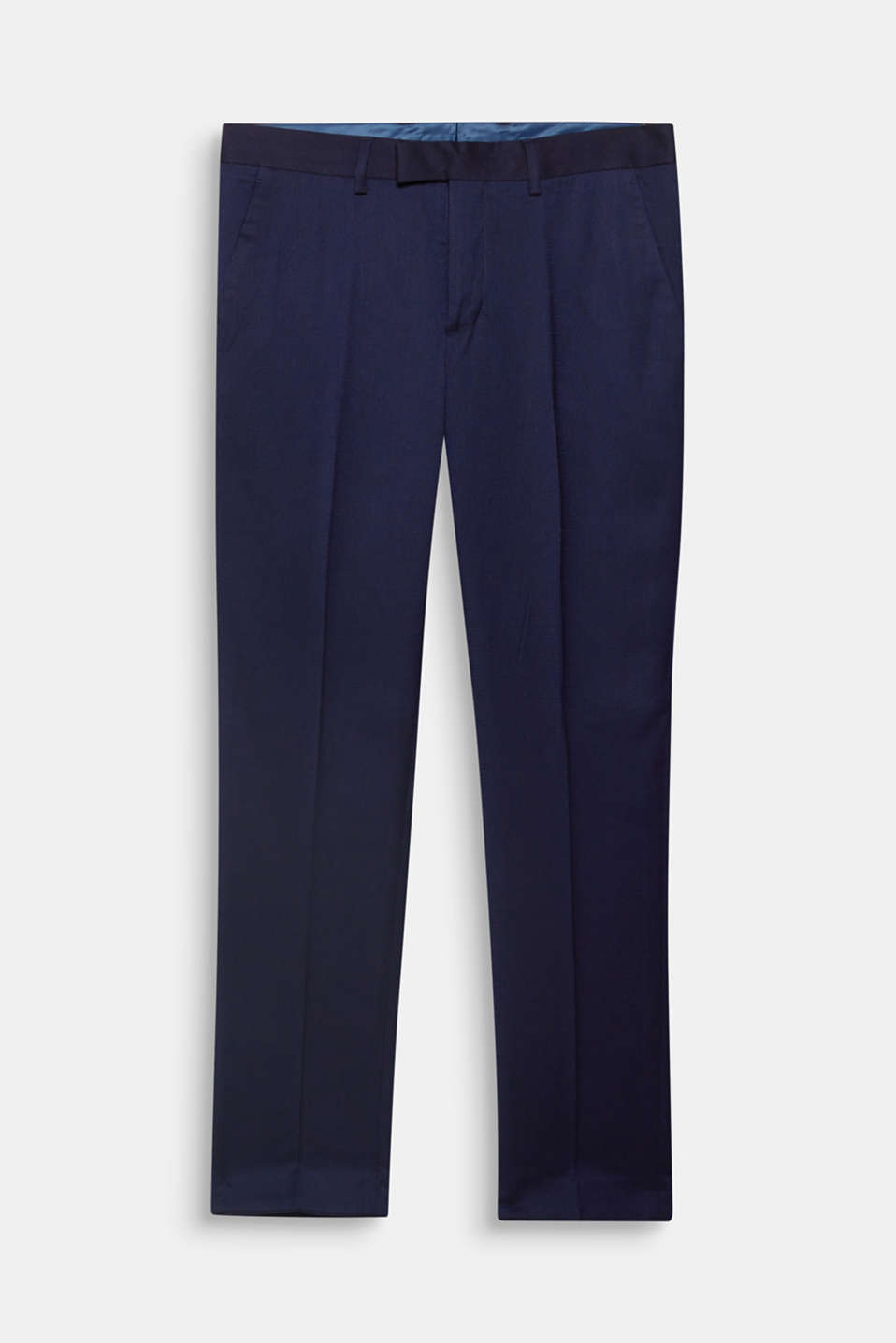 A classic that no wardrobe should be without: Suit trousers with a finely textured surface in a two-tone look and with a waist pleat.