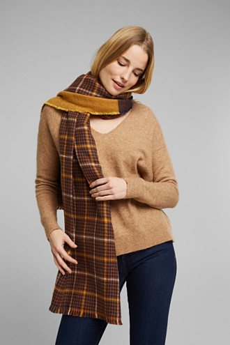 Double-faced scarf with two types of check