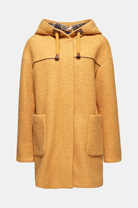 Made of blended wool: bouclé coat