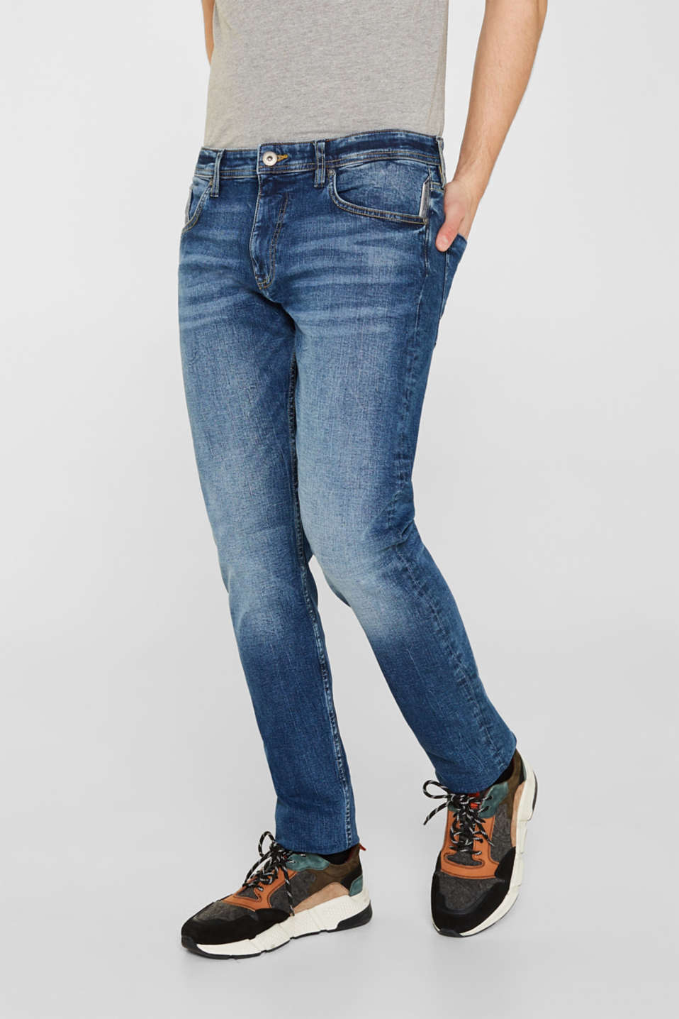 Stretch jeans in a heavy wash