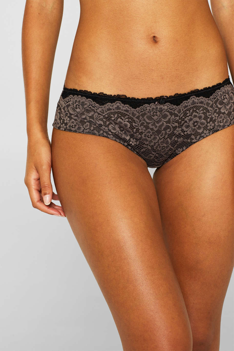 Hipster shorts in two kinds of lace