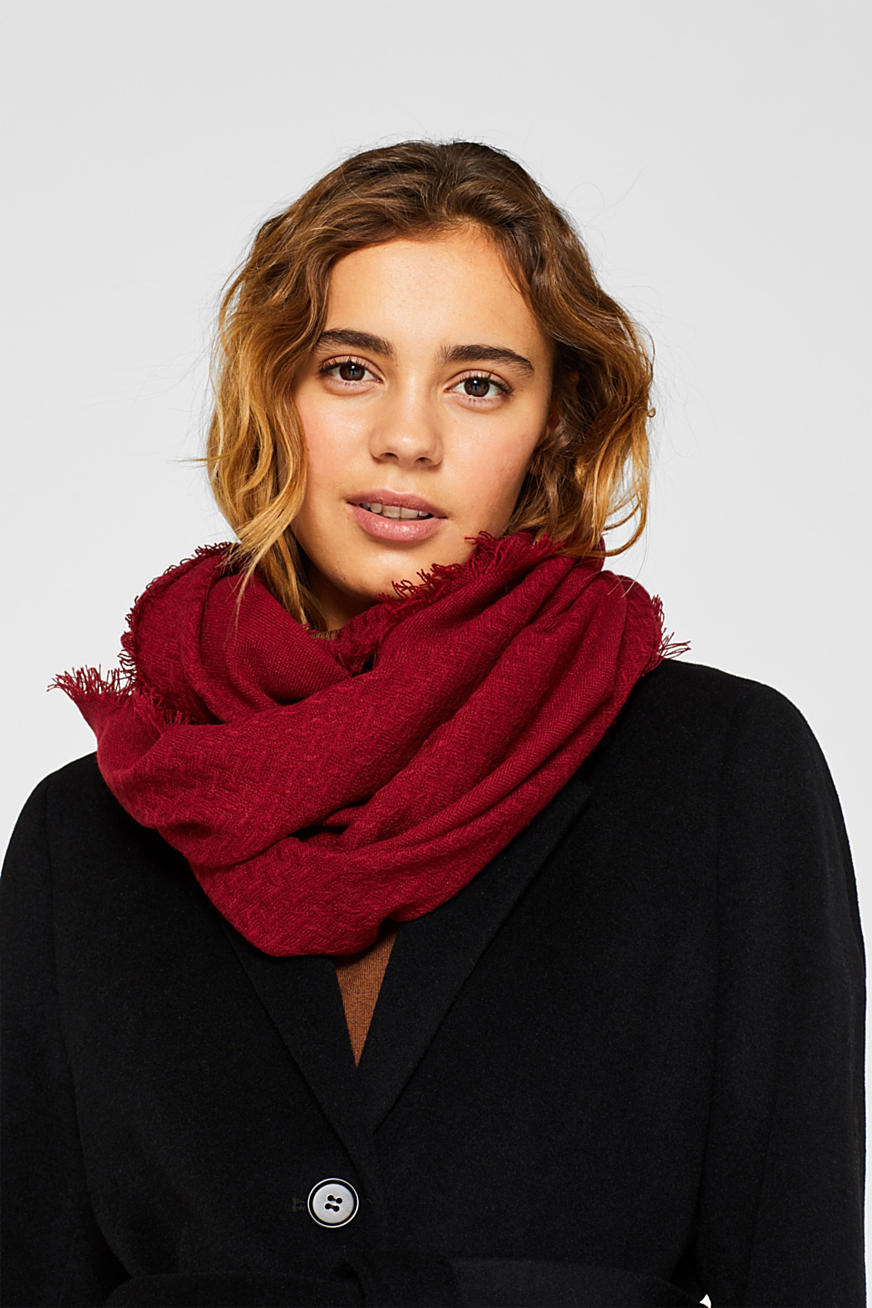 Snood scarf with a zigzag texture