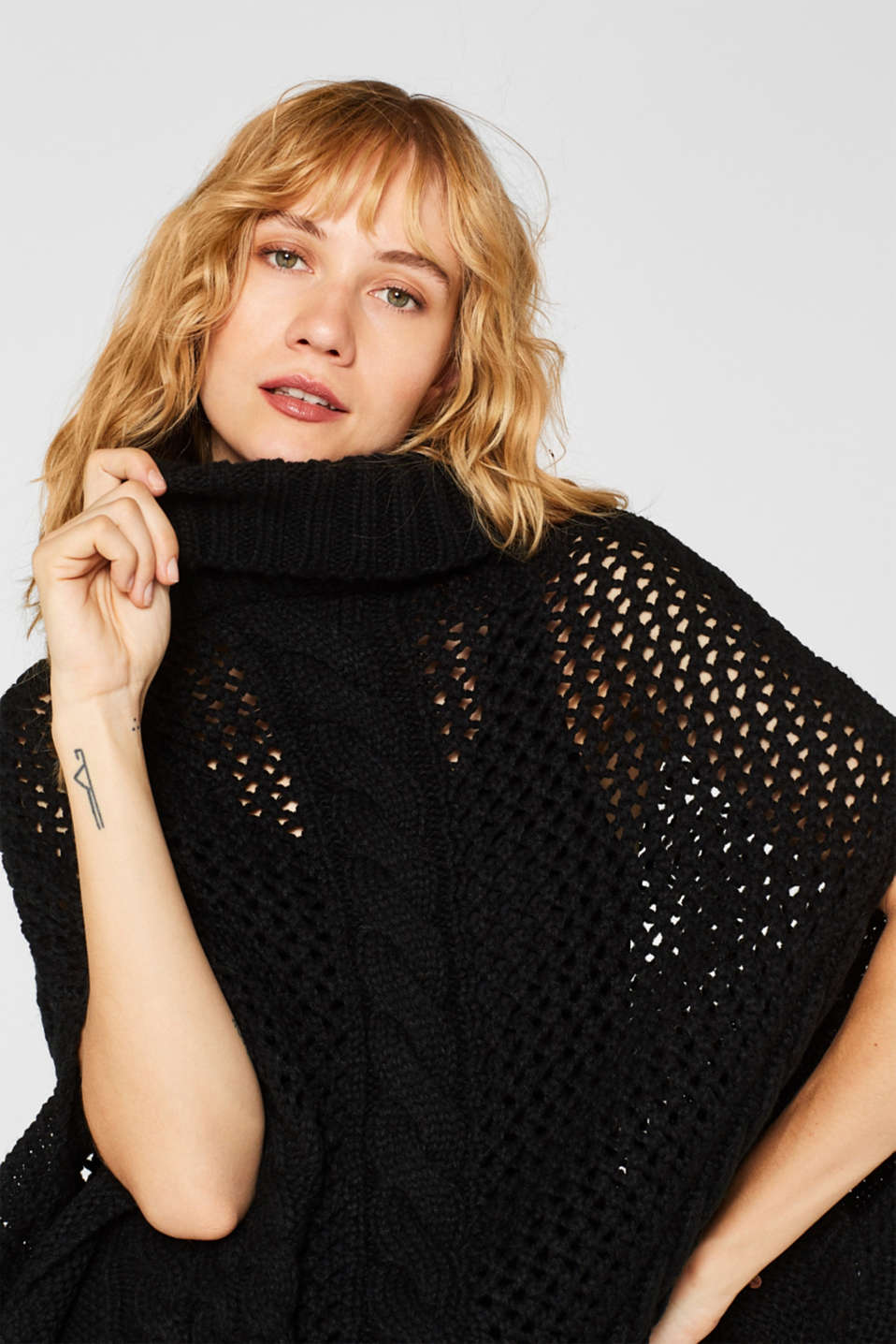 Chunky knit poncho with a cable pattern, BLACK, detail image number 0