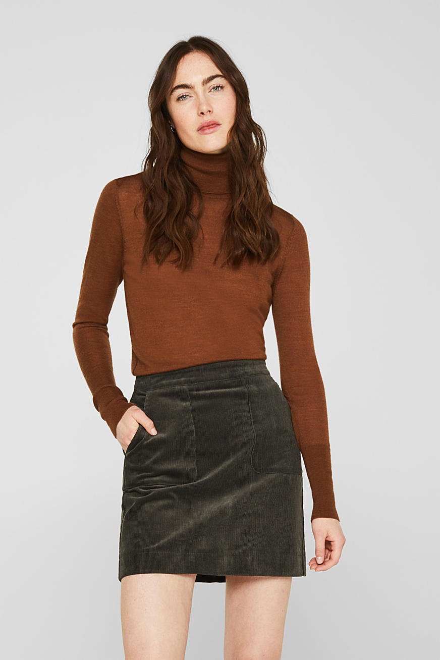 Stretch corduroy skirt with front pockets