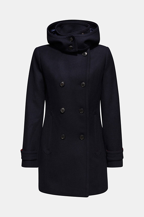 With wool: Coat with a hood