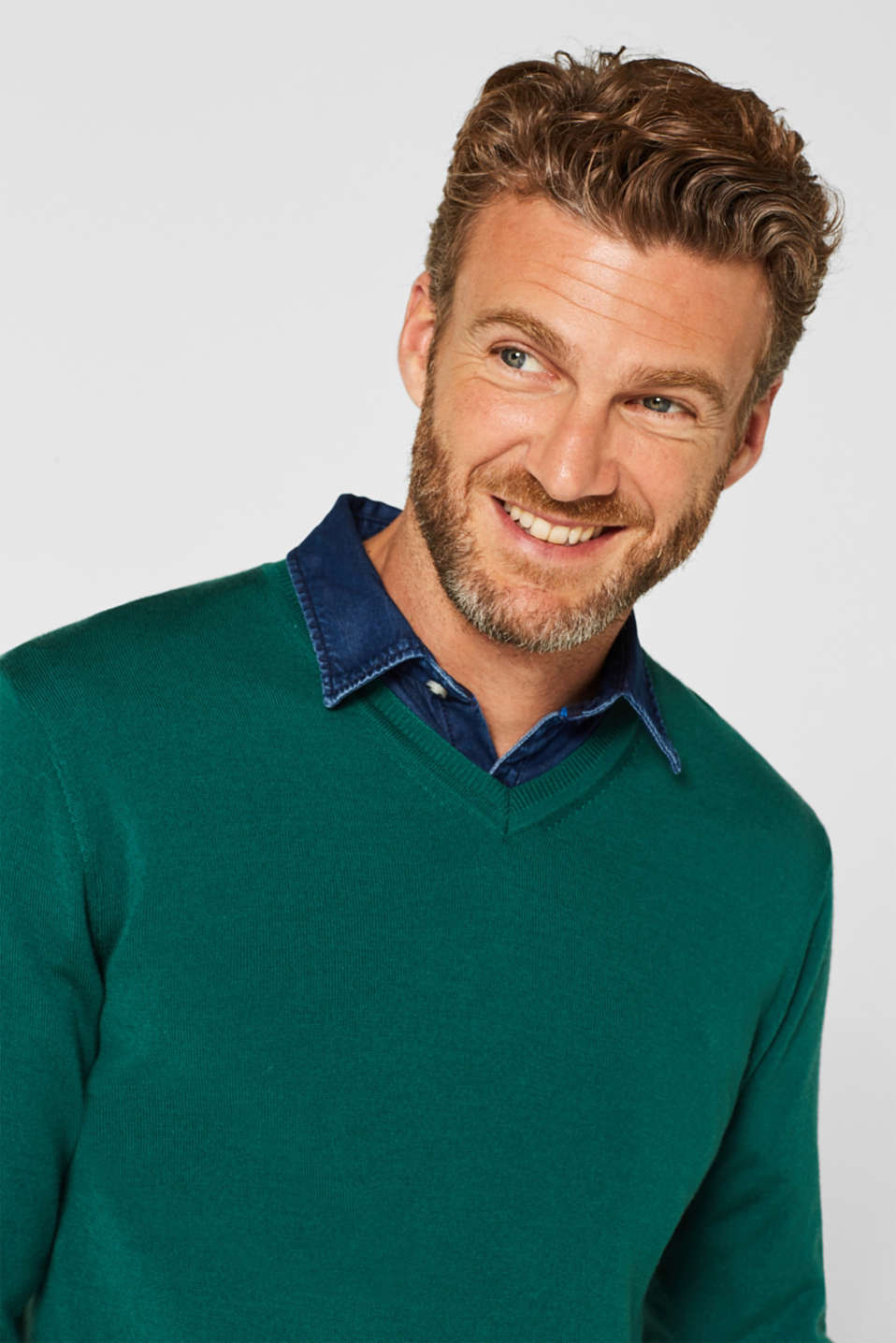 100% merino wool: V-neck jumper, EMERALD GREEN, detail image number 6