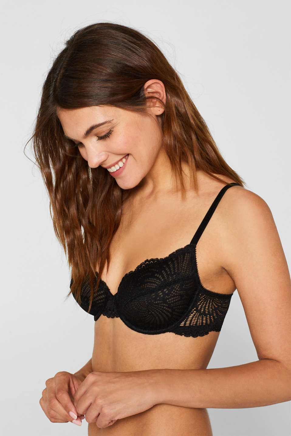 Non-padded underwire bra made of decorative lace