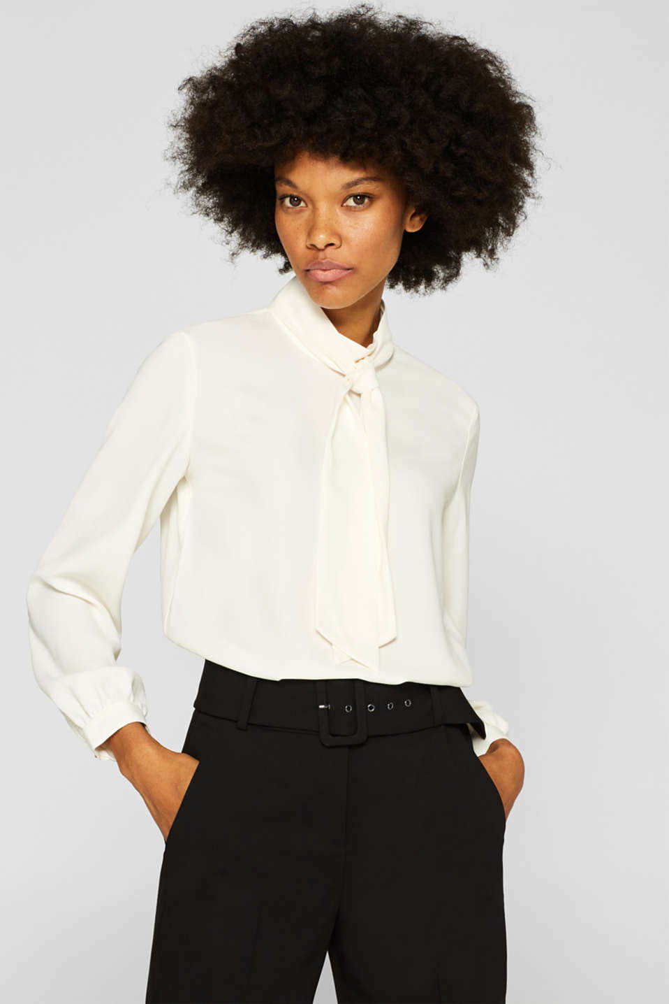 Esprit - Flowing crêpe blouse with pussycat bow