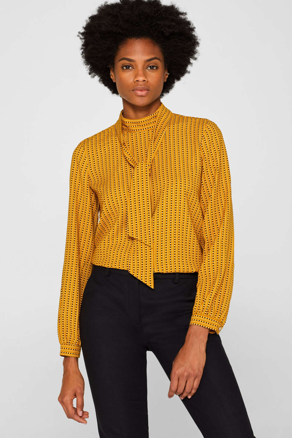 Flowing crêpe blouse with pussycat bow