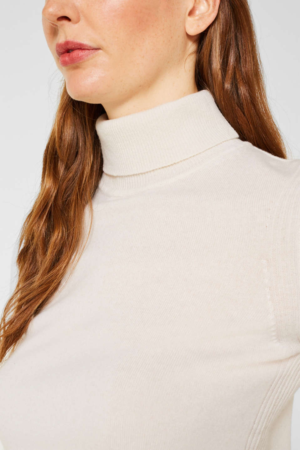 With cashmere: knitted top with a polo neck, OFF WHITE, detail image number 2
