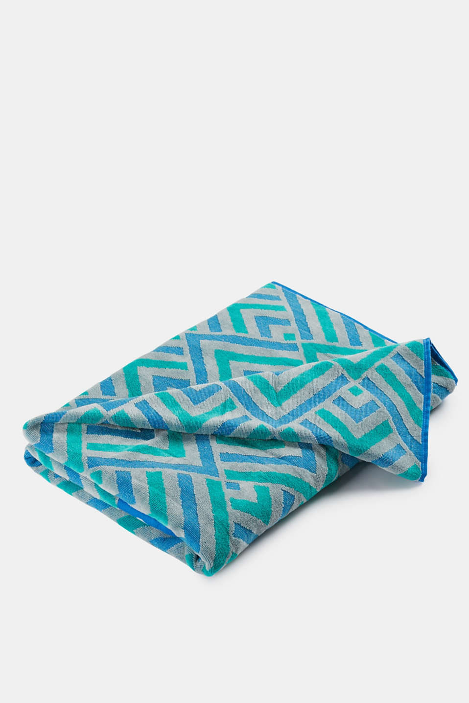 Cotton beach towel with a zigzag pattern