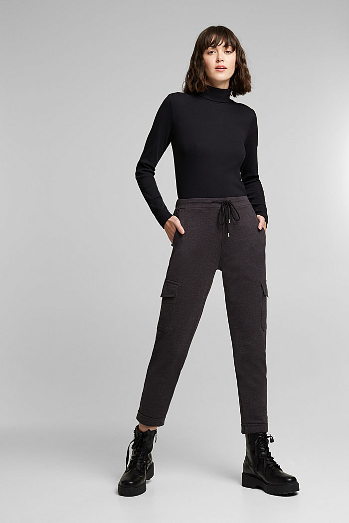 Tracksuit bottoms with cargo details