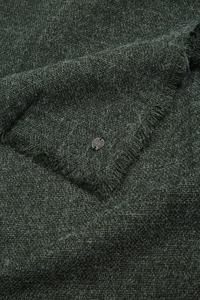 In materiale riciclato: sciarpa in tessuto effetto lana, DARK GREEN, detail image number 2