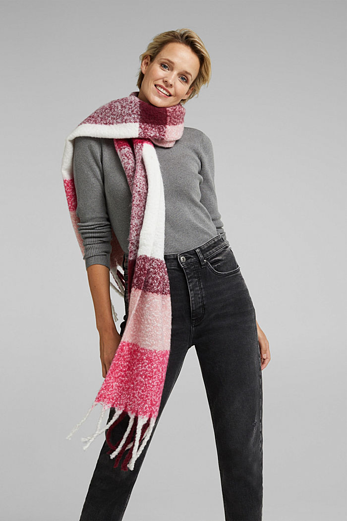 Recycled: Bouclé scarf in a colour block design, PINK FUCHSIA, detail image number 1