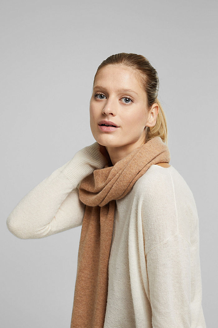 With cashmere: blended wool scarf, CAMEL, detail image number 1