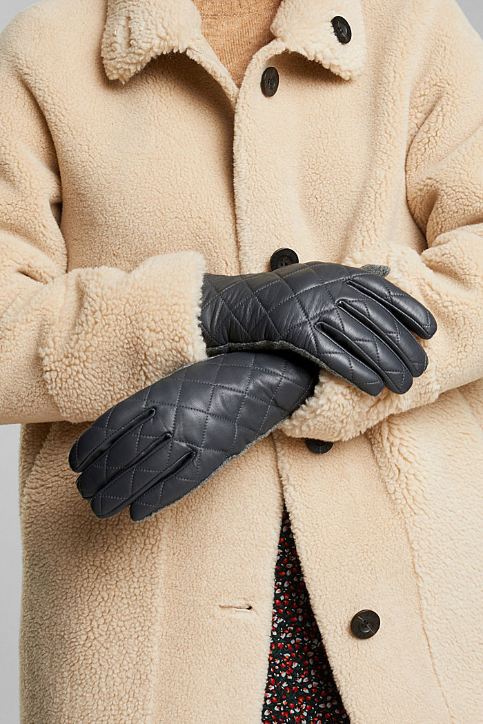Gloves made of lamb leather and blended wool
