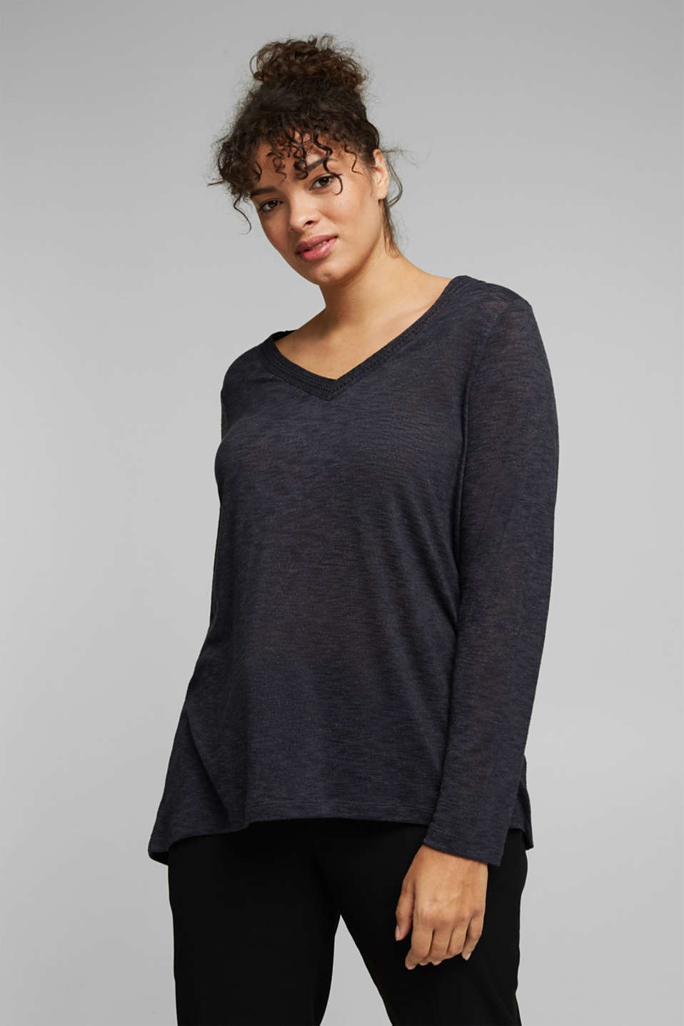 Esprit - CURVY long sleeve top with embroidery