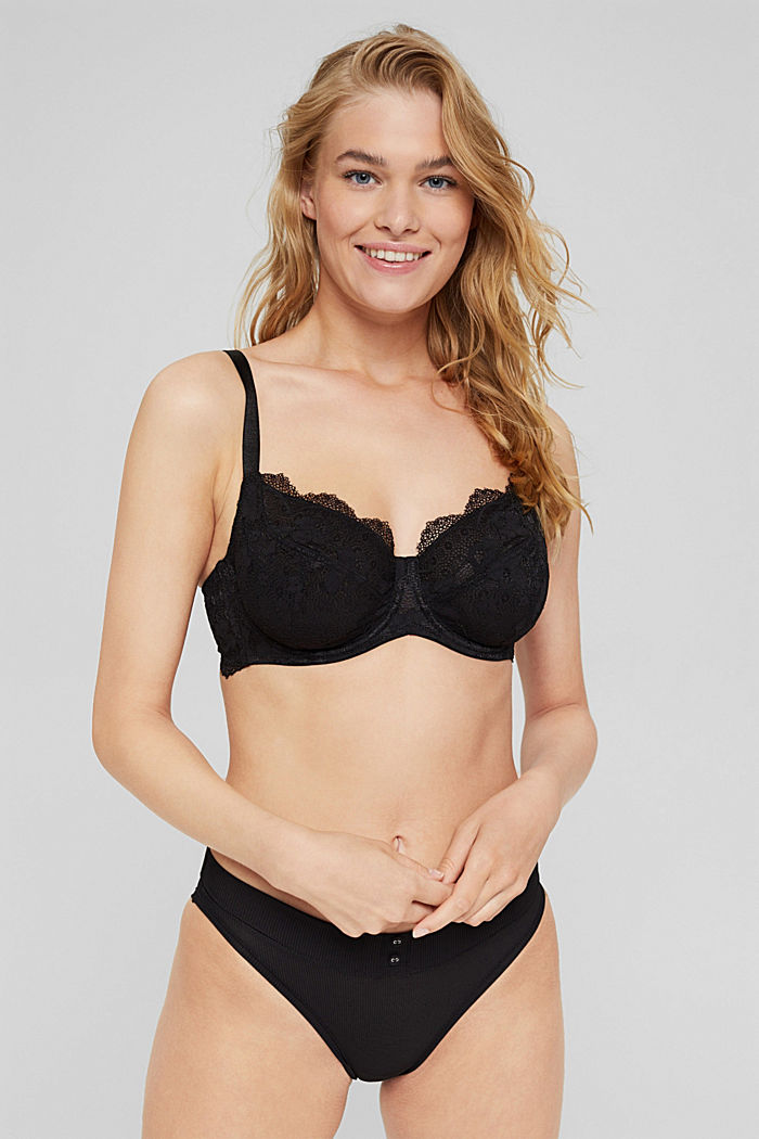 Unpadded underwire bra in lace, made especially for larger cup sizes