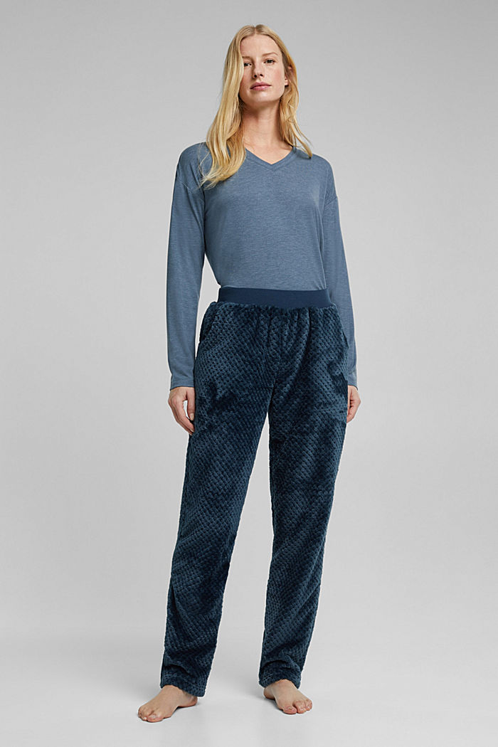 Soft lounge trousers made of textured plush