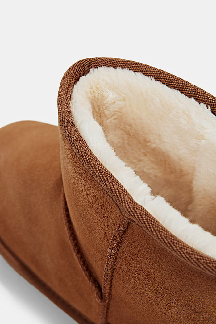 Made of leather: Shearling-look boots