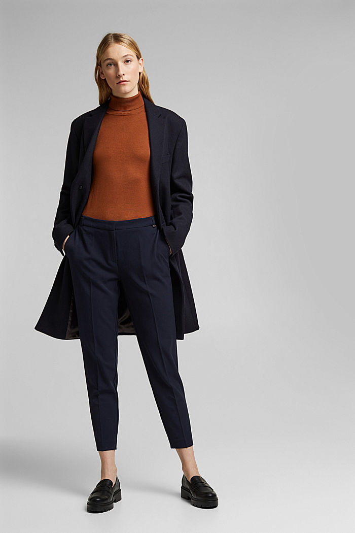 Tracksuit bottoms with two-way stretch