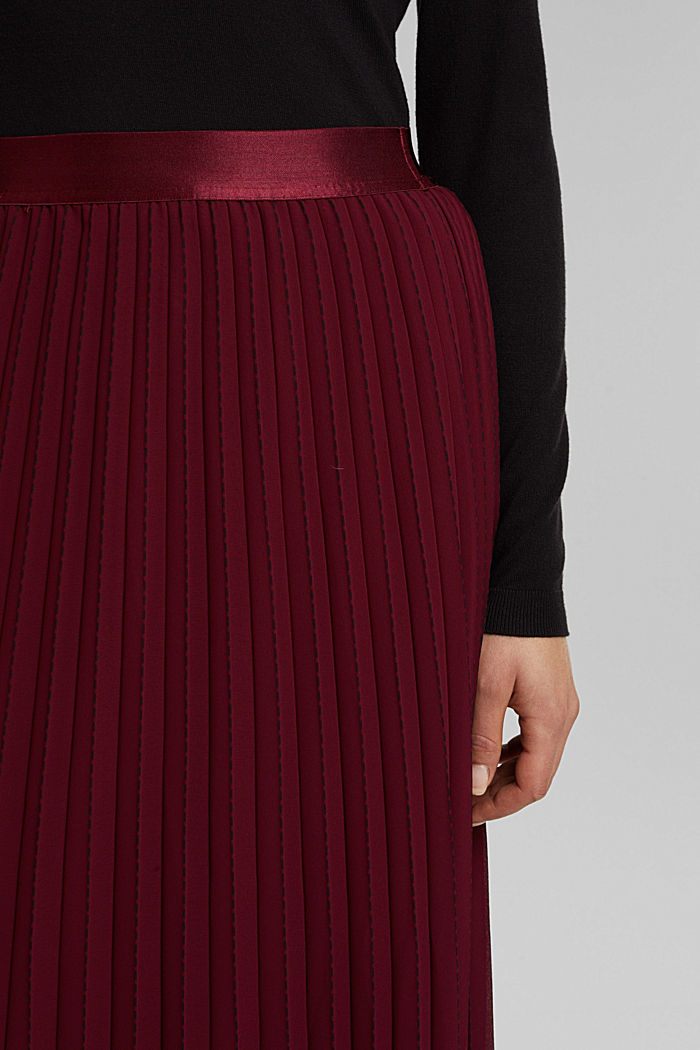 Recycled: pleated skirt with a seam print, BORDEAUX RED, detail image number 2