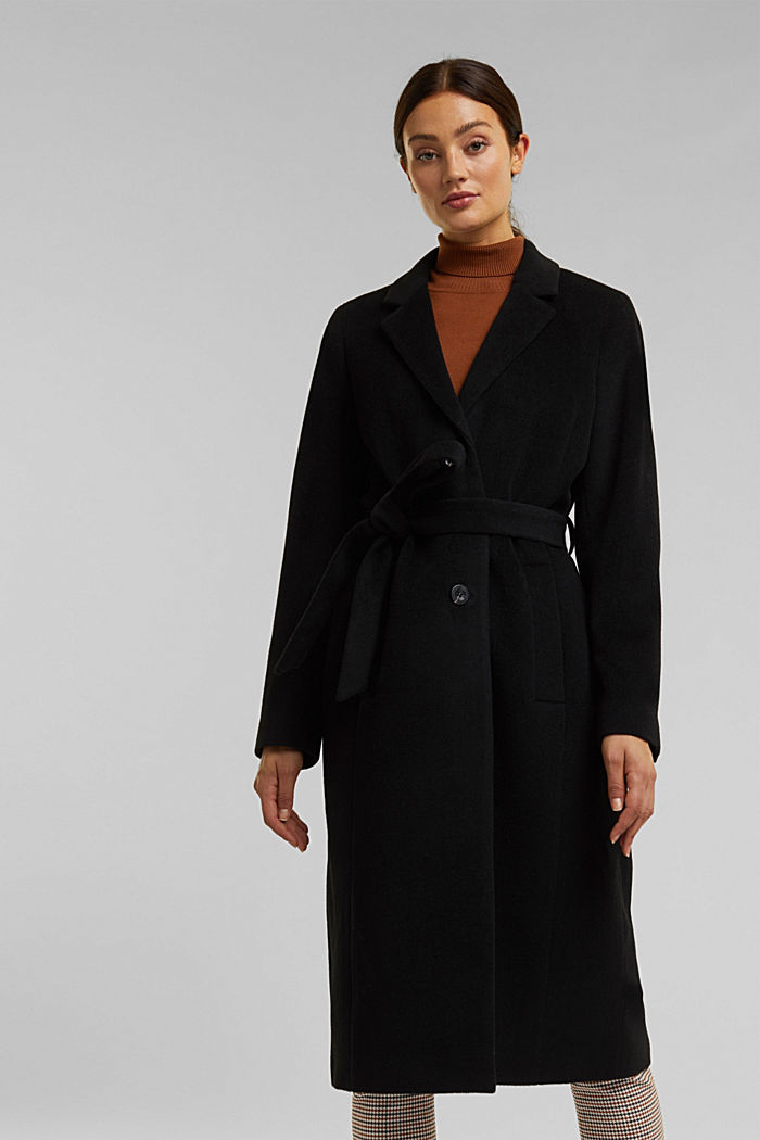 With cashmere: Coat made of blended wool