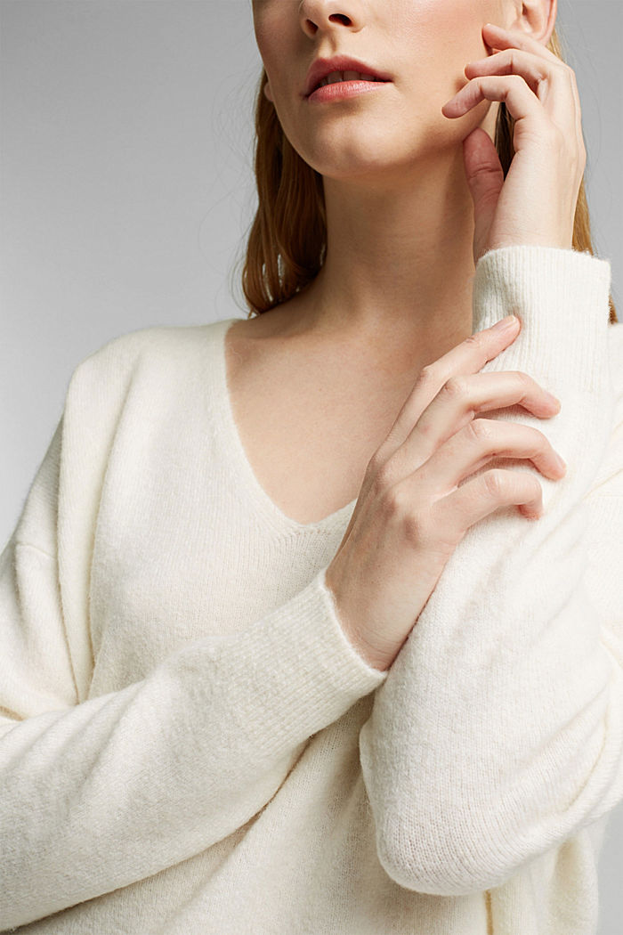 With wool and llama: V-neck jumper, OFF WHITE, detail image number 2