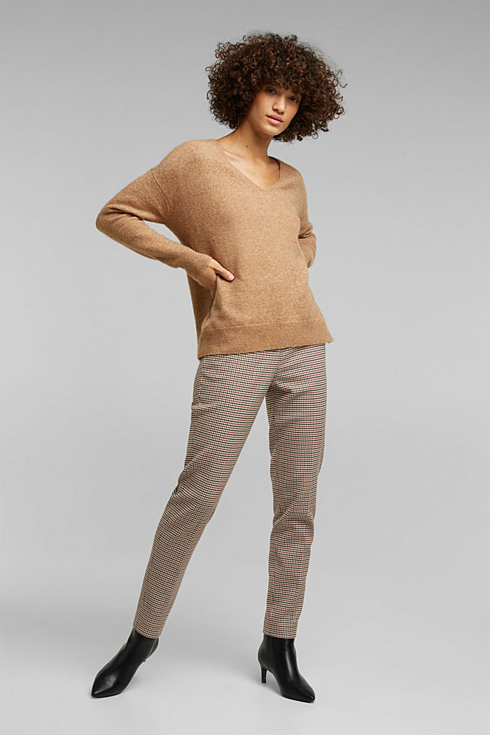 With wool and llama: V-neck jumper, BEIGE, detail image number 6