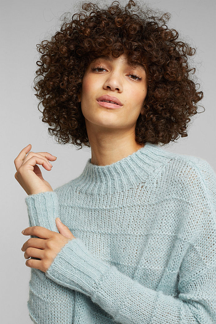 With wool and alpaca: textured jumper, PASTEL GREEN, detail image number 6