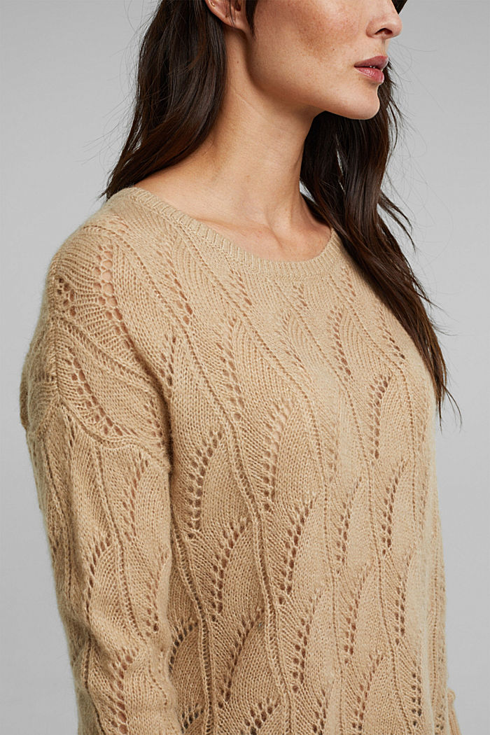 With wool and alpaca: jumper with an openwork pattern, BEIGE, detail image number 2
