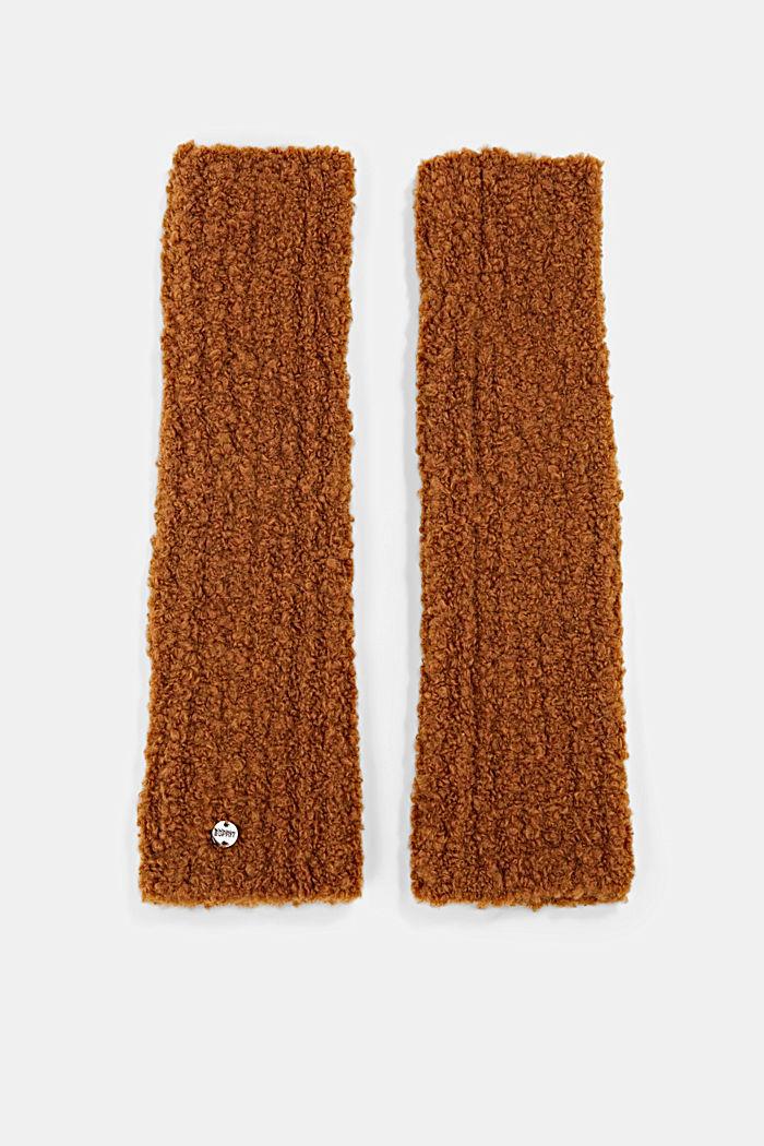Con lana e alpaca: manicotti in maglia effetto bouclé